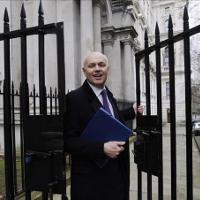 El ministro de Trabajo del Reino Unido dice que puede vivir con 62 euros semanales
